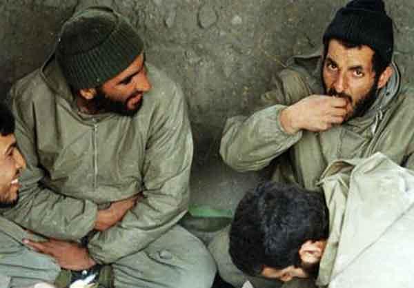شهید باکری در کنار شهید کاظمی
