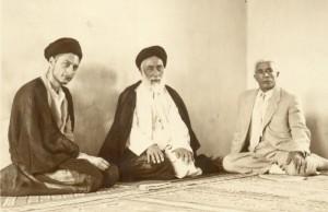 امام موسی صدر در کنار پدر
