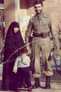 شهید صیاد در کنار خانواده