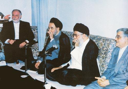 «خبر داده شده که رهبری بناست، ضمن حفظ حیثیت آقای خاتمی، برخورد شدیدی با آمریکا و مسئله مذاکره و رابطه با آمریکا داشته باشند.»