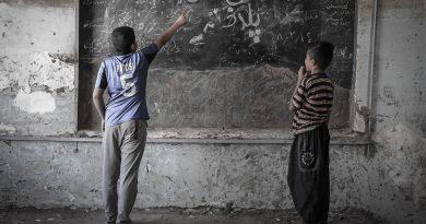 """داستان معلمی در محله بدنام ها؛ """"خدا هست"""""""