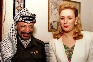 یاسر عرفات در کنار فرزندش سها