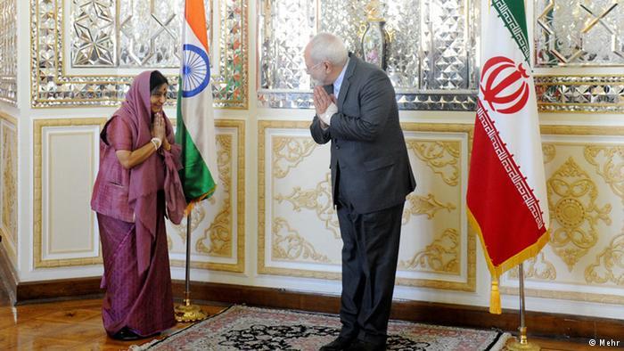 خاطره یک مصافحه دیپلماتیک با یک خانم؛ «به جاى مصافحه، همدیگر را ببوسند؟!»