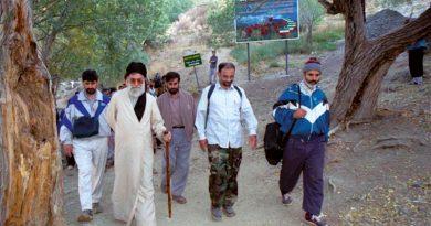 خاطره ای از مواجهه رهبر انقلاب با دختری بدحجاب در کوه