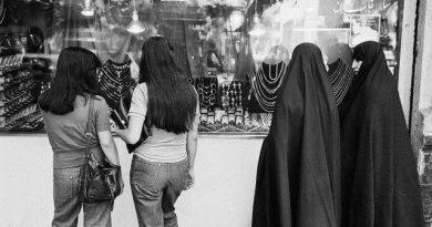 خاطره حاج قاسم سلیمانی از دفاع از یک دختر بی حجاب!