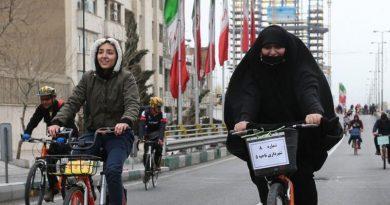 نظر هاشمی رفسنجانی درباره ترویج دوچرخه سواری زنان: «مخالفت با مباحات اسلام ضرر دارد و نه اجازه بهرهگیرى از مباحات.»